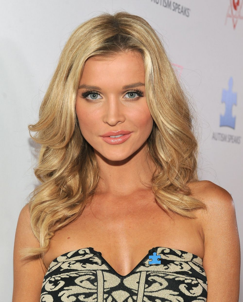 Joanna Krupa graphic